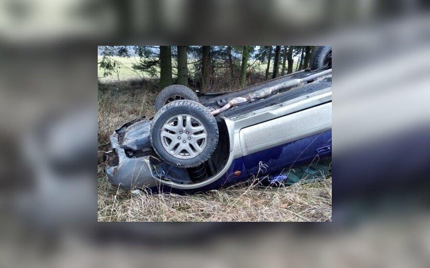 """Vilniaus rajone apvirto """"Subaru"""""""