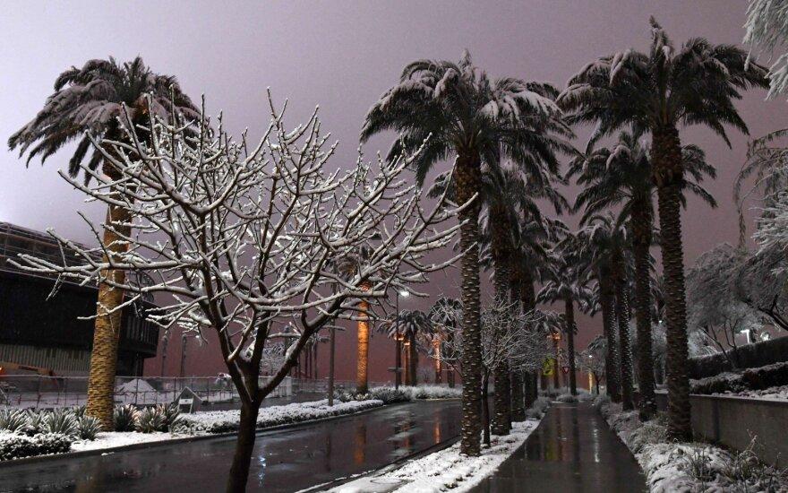 Neeilinis reginys: Las Vegasą pirmąkart per 82 metus nuklojo sniegas