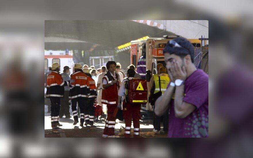 """Vokietijos Duisburgo mieste šeštadienį per technomuzikos festivalį """"Meilės paradas"""" viename tunelyje kilus masinei panikai ir spūsčiai, žuvo mažiausiai 19 žmonių"""