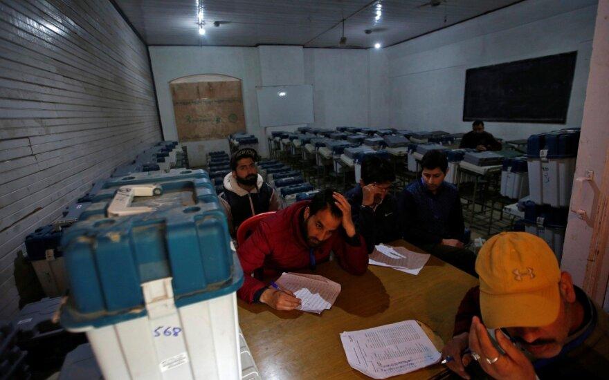 Indijos pietiniame regione dėl balsų pirkimo atšauktas balsavimas rinkimuose