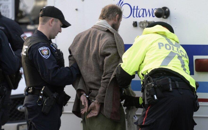 Kanadoje prie monumento, kur šaulys nužudė karį, kilo incidentas