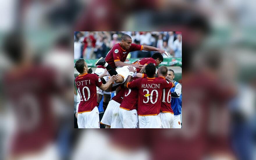 """""""AS Roma"""" futbolininkai džiaugiasi įvarčiu"""