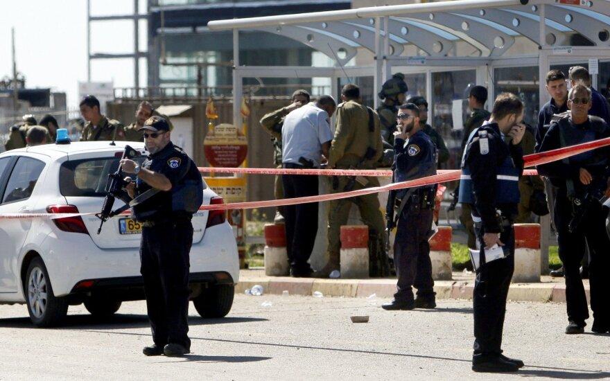 Izraelyje apsivertus autobusui žuvo du žmonės