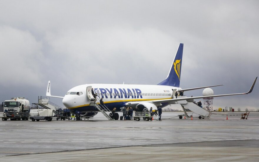 """""""Ryanair"""" baiminasi """"Brexit"""" pasekmių: gali būti atšaukti skrydžiai net kelioms savaitėms"""