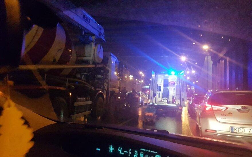 Vilniuje, Geležinio Vilko gatvėje, susidūrė trys automobiliai, į ligoninę išvežtas vyras