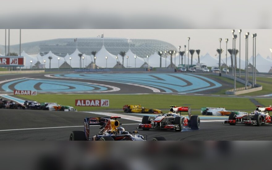 Sebastianas Vettelis Abu Dabio trasoje