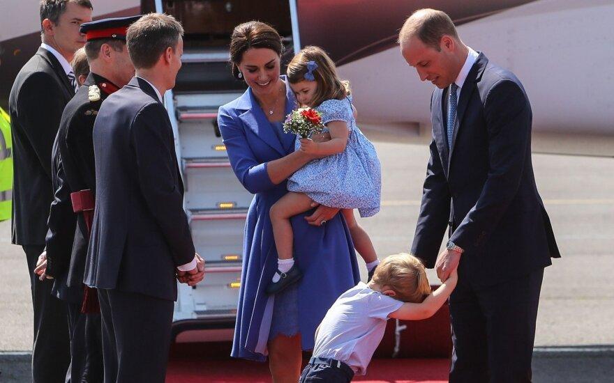 Už kiek keliauja karališkoji šeima?