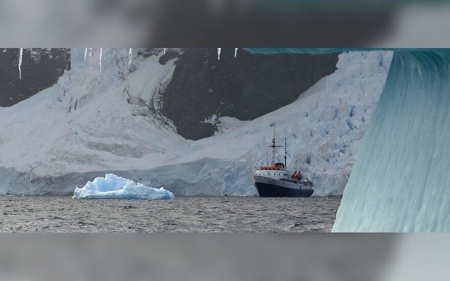 Arktyje – nauji rekordai šilumos, o Antarktidoje – ledo