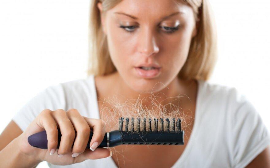 Kodėl rudenį labiau slenka plaukai?