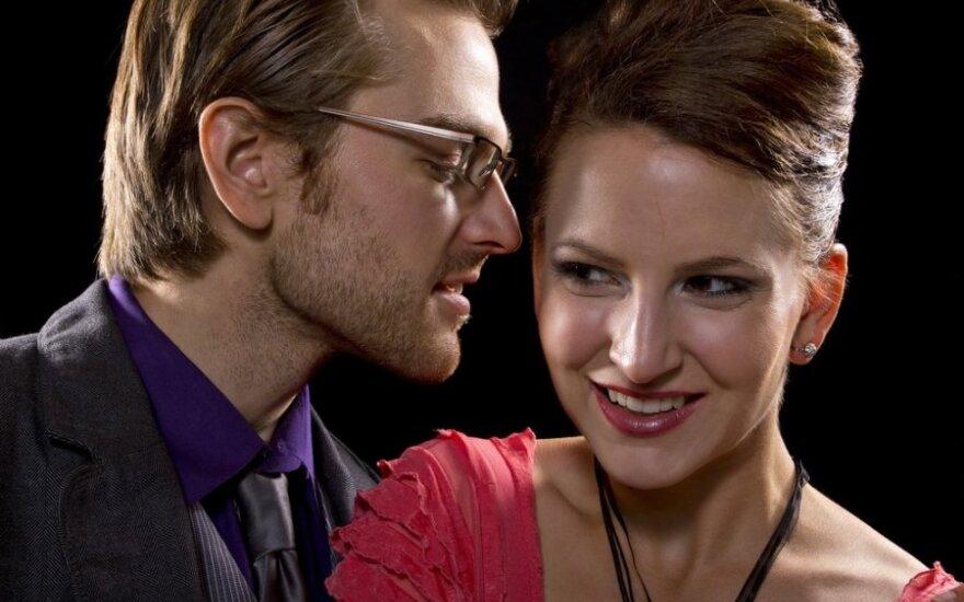 Psichologo patarimai: moterys myli ausimis, vyrai... irgi
