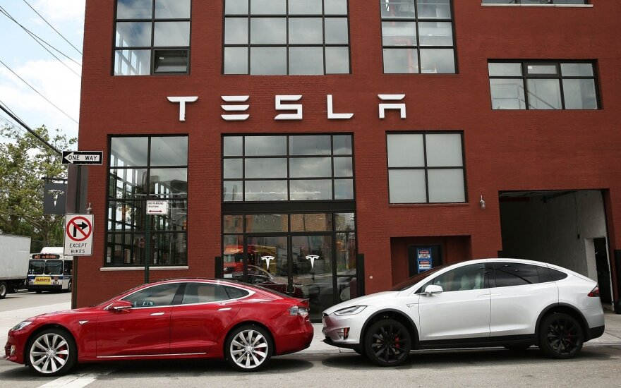 """Tesla Model S"" ir ""Tesla Model X"""
