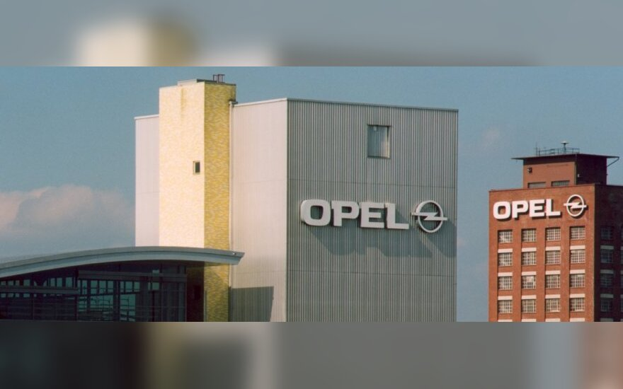 """Dalių iš Japonijos trūkumas pristabdė """"Opel"""" gamybą"""