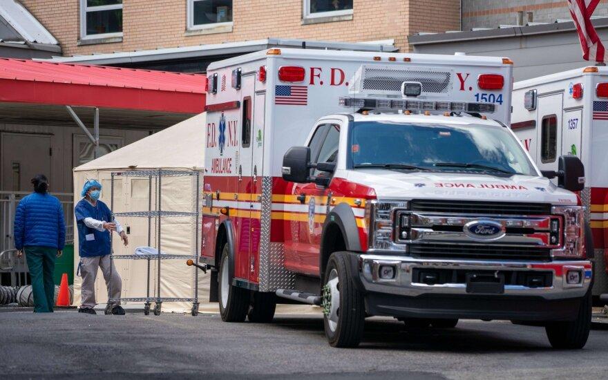 JAV per parą užfiksavo daugiau kaip 42 tūkst. COVID-19 atvejų