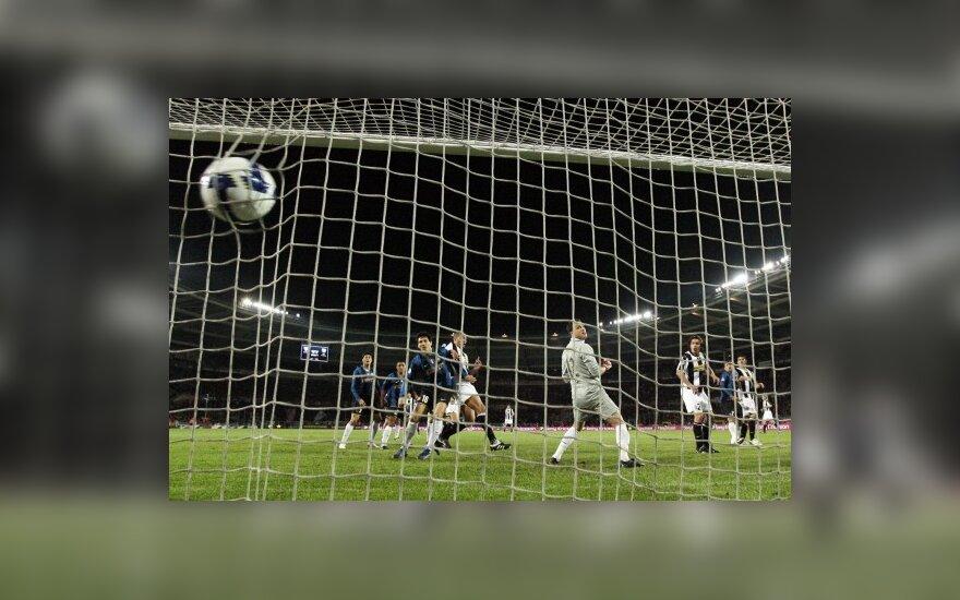 """""""Juventus"""" ir """"Inter"""" dvikovoje - dramatiškos lygiosios"""