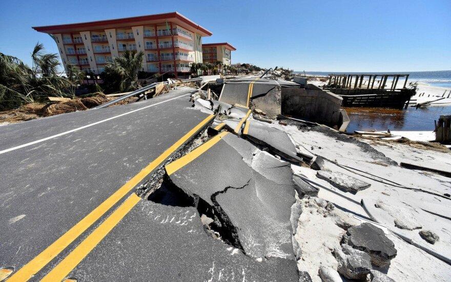 "Uraganas ""Willa"" prie Meksikos krantų sustiprėjo iki 5 kategorijos"