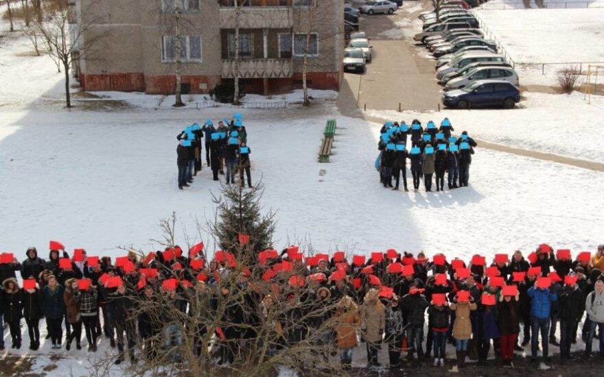 Vilniaus Radvilų gimnazijos mokiniai susibūrė gyvai šypsenai