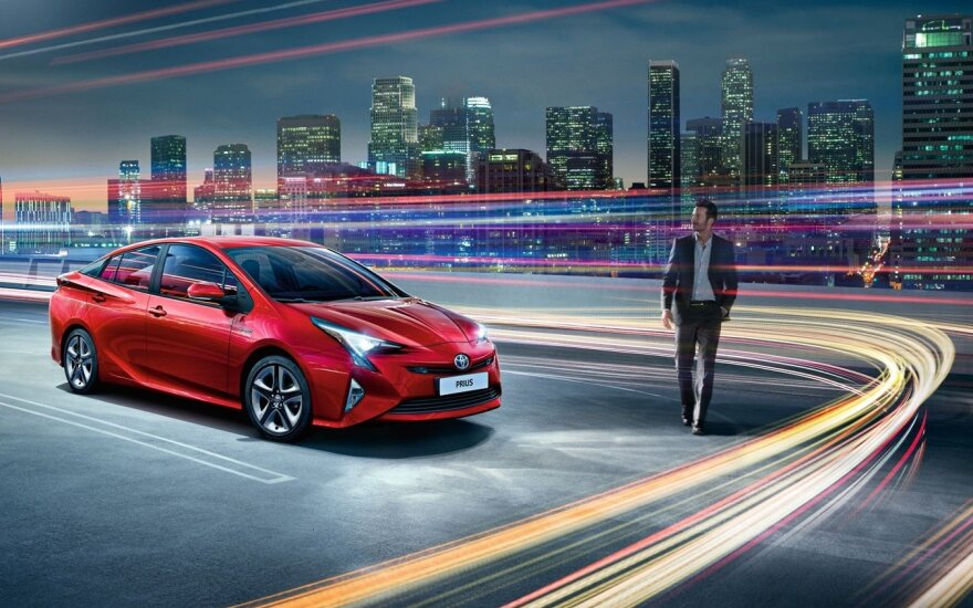 """Šiuo metu """"Toyota"""" gamina hibridinius automobilius, bet požiūrį gali tekti keisti"""