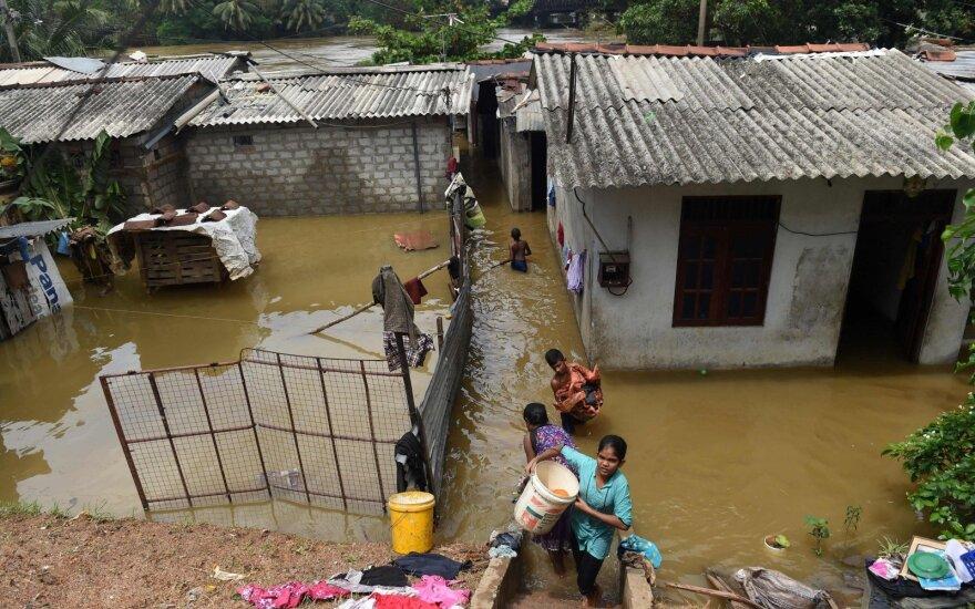 Šri Lankoje potvynių ir nuošliaužų aukų skaičius viršijo 200