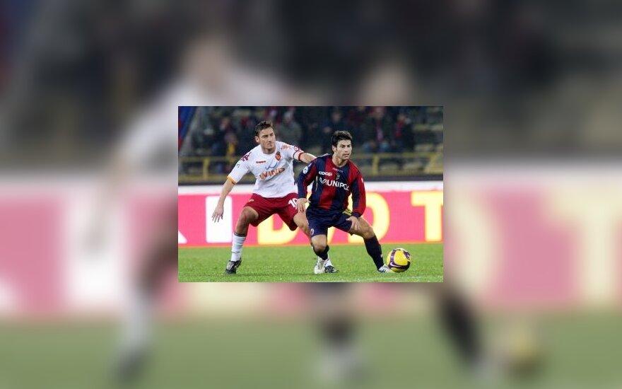"Francesco Totti (""Roma"") kovoja su Davide Carrus (""Bologna"")"