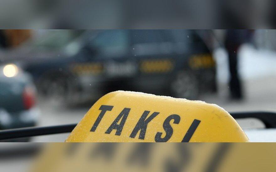 Taksi automobilyje mirė vyras, nelaimėlio draugas – ligoninėje