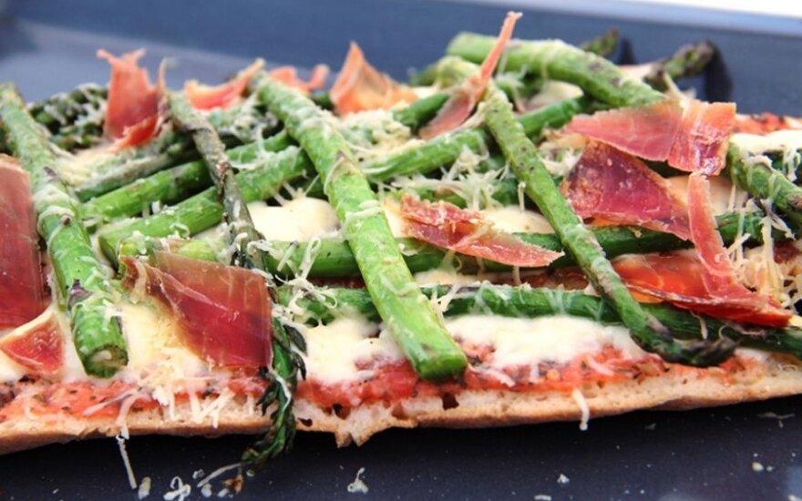 Vakarienė per kelias minutes: sumuštiniai su šparagais