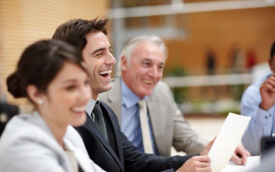 Didesnis atlyginimas, trumpesnė savaitė: kas motyvuoja geriau dirbti?