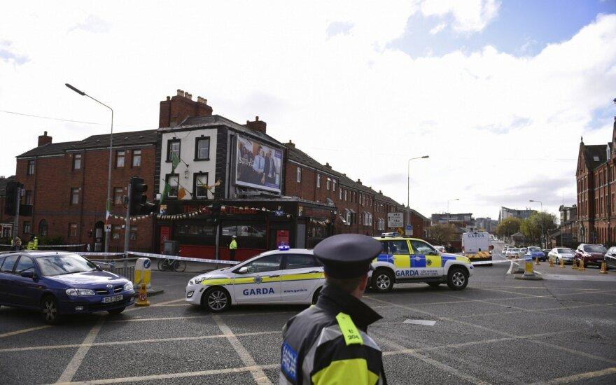 Dublino priemiestyje automobiliui įsirėžus į pėsčiuosius sužeisti 7 žmonės, du – kritiškai