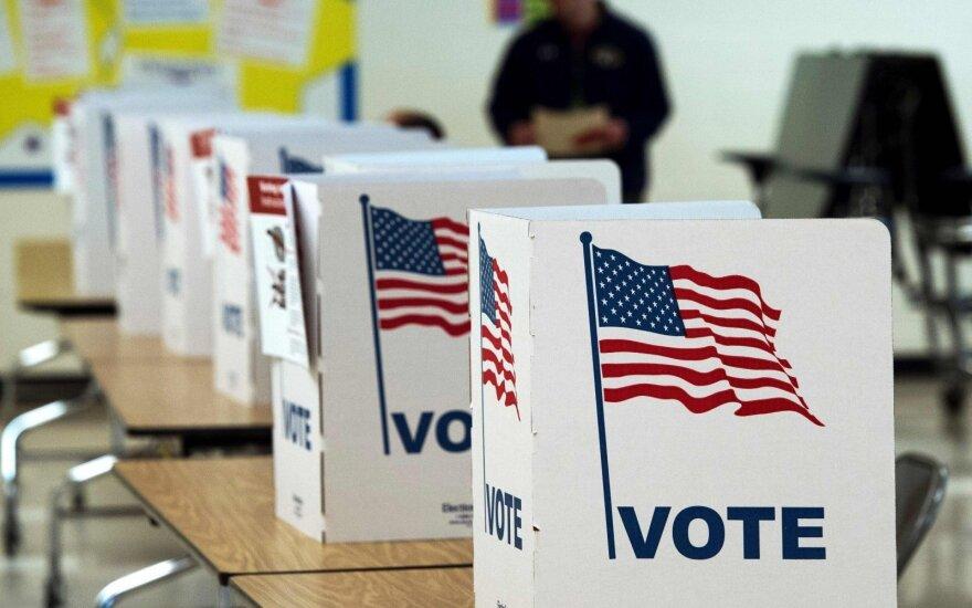 JAV rinkimai 2016: smerkia ilgas rinkėjų eiles