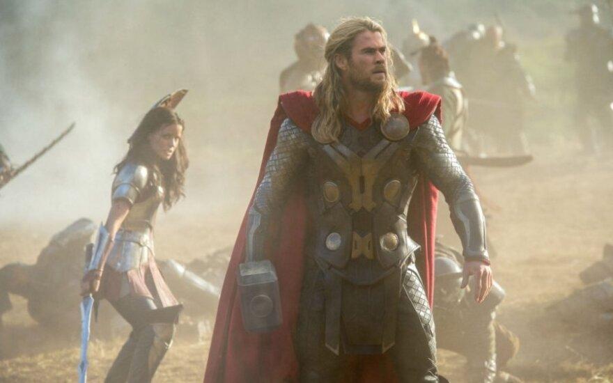 """""""Toras 2. Tamsos pasaulis"""" aktorius Tomas Hiddlestonas"""