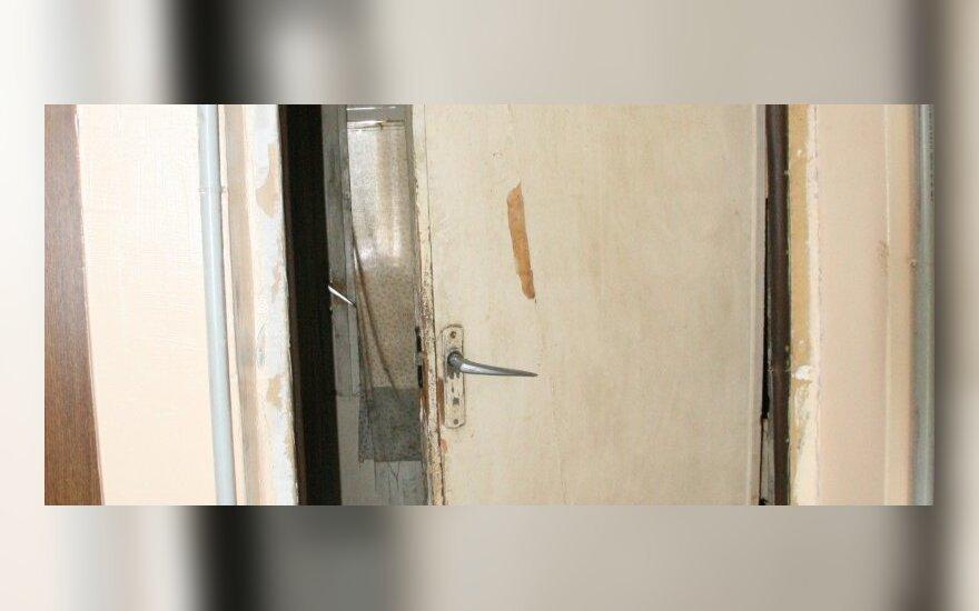 Tualeto duris vietoje lauko durų