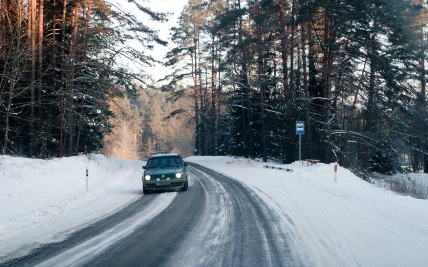 Iš lenktynininkų lūpų – patarimai, kaip žiemą nepaslysti kelyje