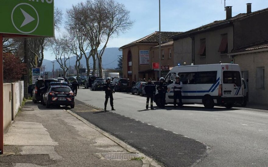 Per išpuolį Prancūzijoje žuvo 3 žmonės, dar 16 buvo sužeisti