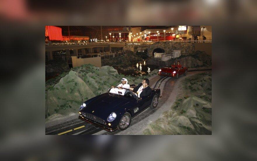 """Abu Dabyje atidarytas """"Ferrari"""" pramogų parkas"""