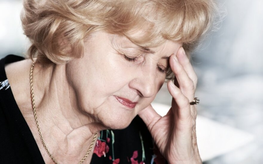 Alzheimeriu sergantys žmonės pamiršta pavalgyti