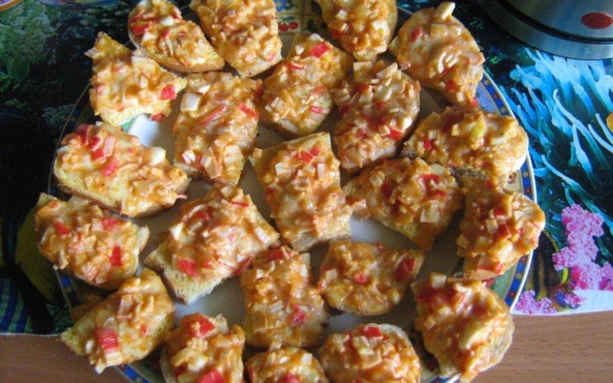 Karšti sumuštinukai su krabų lazdelėm
