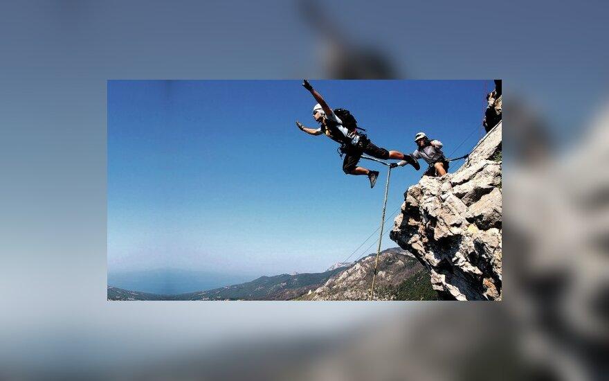 Šuoliai su virve nuo kalnų – garantuotas šventinis įspūdis