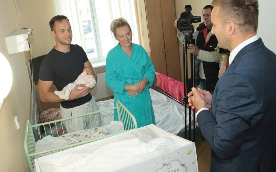 Šiauliai family that received the layettes, was congratulated by Finnish ambassador as well