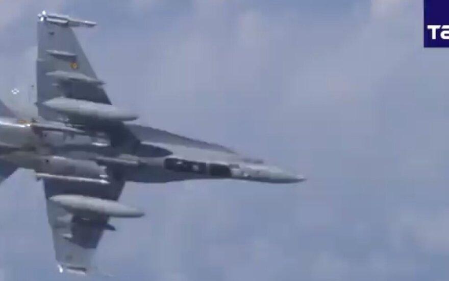 """Rusija skelbia apie virš Baltijos jūros nuo Šoigu lėktuvo """"nuvytą"""" NATO naikintuvą"""