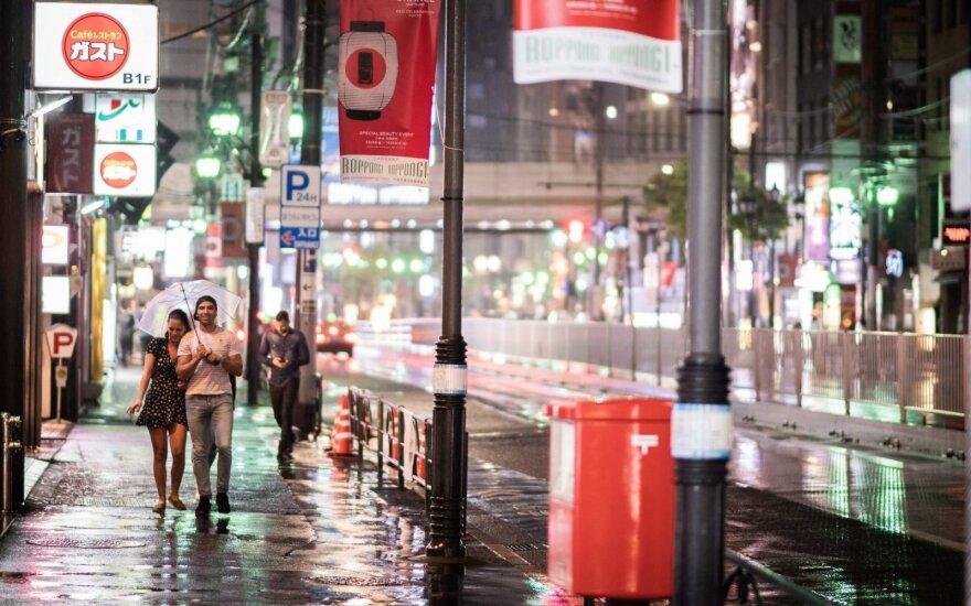 Japoniją talžant taifūnui žuvo du žmonės