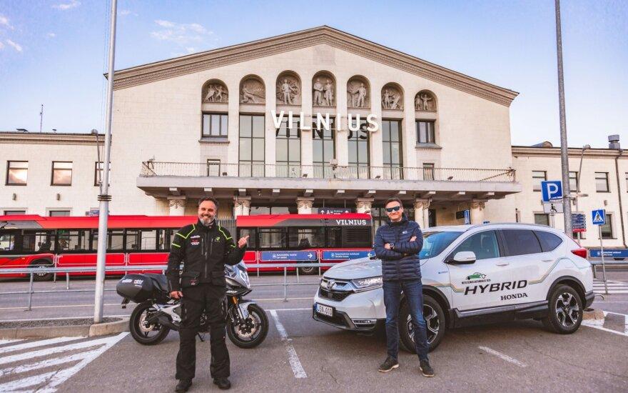 """Du keliautojai išbandė vėl atvertas Baltijos šalių sienas – nuvažiavo į Taliną. """"Auto Bild Lietuva"""" nuotr."""