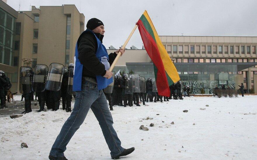 Dėl balsavimo kviečia į protestą prie Seimo: mes ateiname ne langų daužyti
