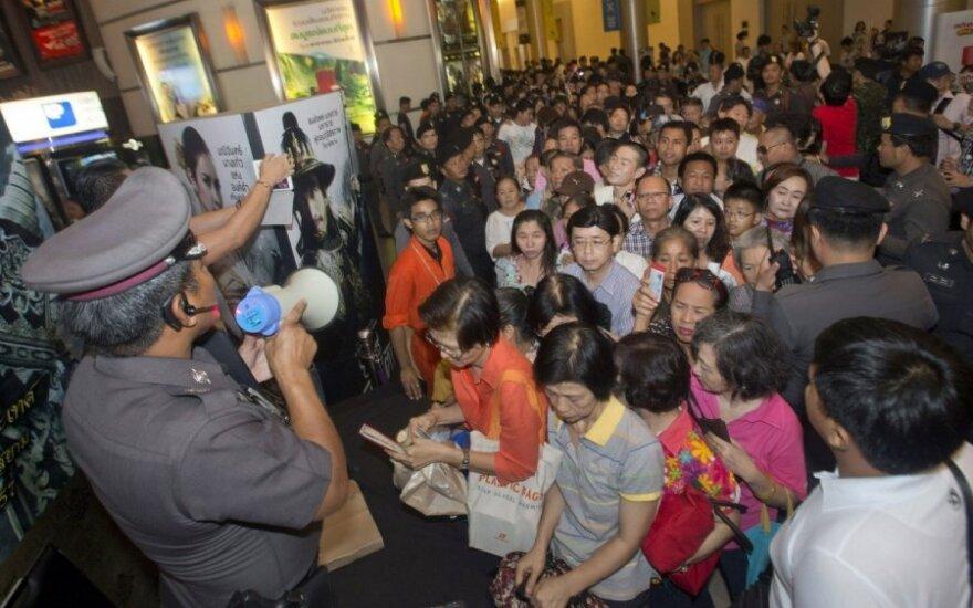 Tailande su neramumais kovojama dalinant nemokamus bilietus į kiną