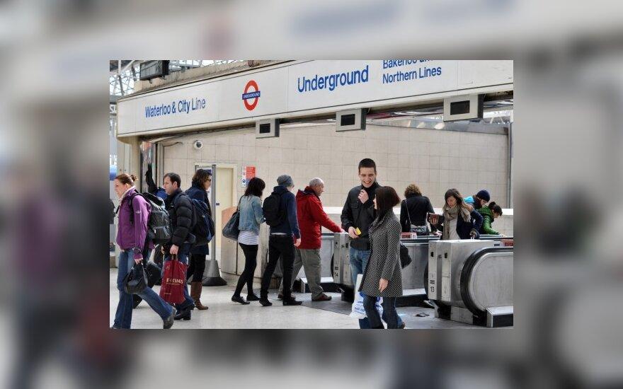 Nauja Britanijos valdžia kirs per pašalpas