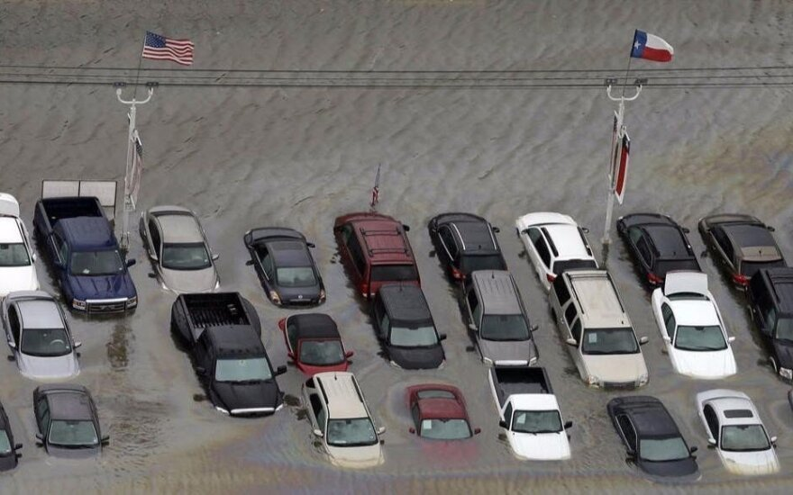 Perspėja, kad JAV skendę automobiliai užplūs Lietuvą
