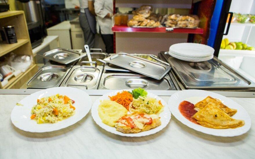 Švediškas stalas mokyklose – vieni alkani, kiti persivalgę?