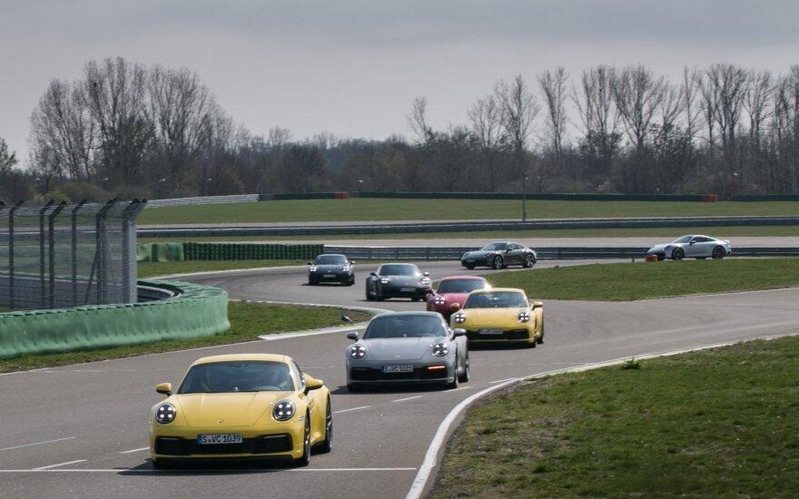 """""""Porsche"""" lietuviams suteikė išskirtinę progą susipažinti su naujuoju 911 modeliu"""