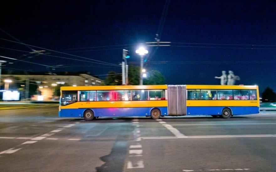 Vilniuje naktį autobusams važinėti neapsimoka