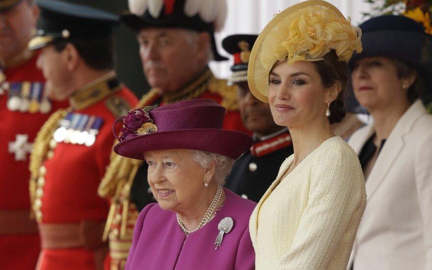 Didžioji Britanija surengė pompastiškas sutiktuves į šalį atvykusiems Ispanijos karaliui ir karalienei
