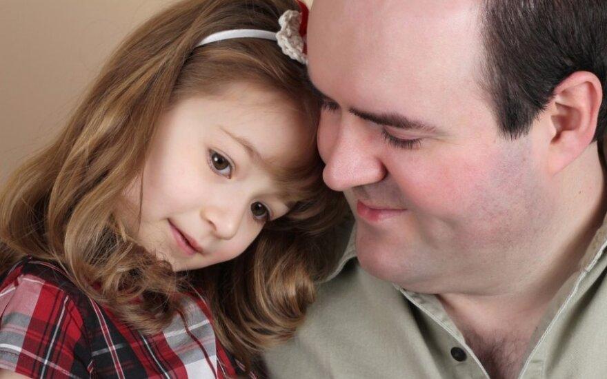 vyras, tėtis, tėvystė, vaikas,mergaitė, dukra, drovumas,