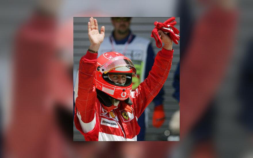 Michael Schumacher džiaugiasi pergale JAV GP kvalifikacijoje